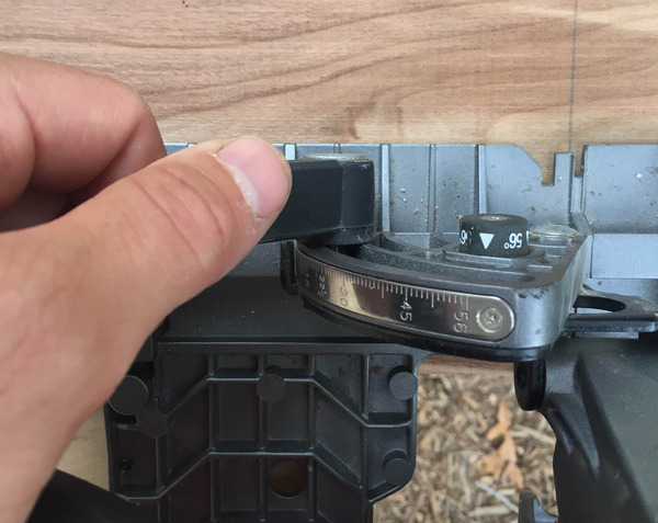 Easy and accurate bevel adjustment