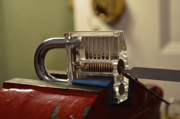 How to pick a lock like a pro cause you never know for Locked myself out of my bathroom