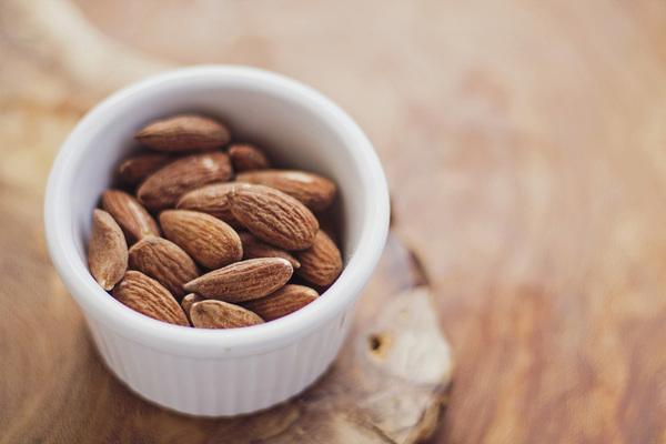Almonds-768699_1920_large