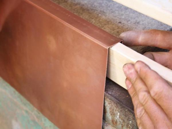 Http%3a%2f%2fassets.manmadediy.com%2fphotos%2f27735%2fdkim412 copper windowsill step 5 s4x3.jpg.rend.hgtvcom.616.462 large