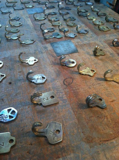 22 ingenious ways to repurpose old junk man made diy for Art made with keys