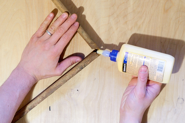 Glueing a broken miter joint