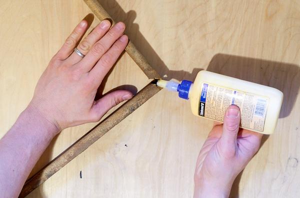 Glueing a broken miter joint