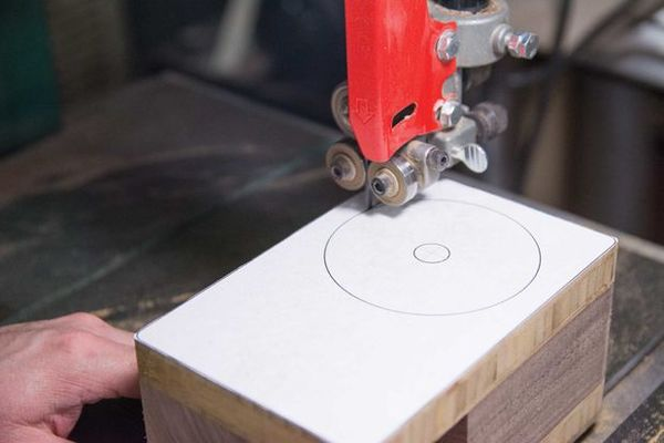 How to: Build this Beautiful Bandsaw Box for Tiny Storage