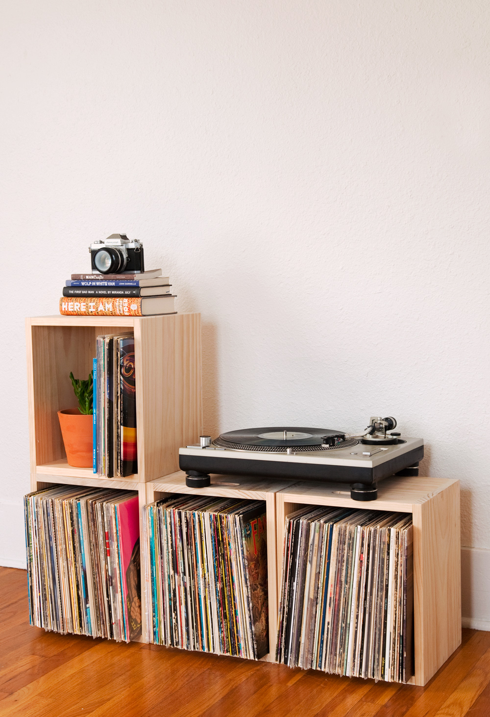 How to stacking storage crates vinyl records feature 2original