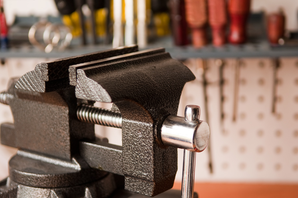 How to Install and Mount a Vise without Drilling Holes in Your ...
