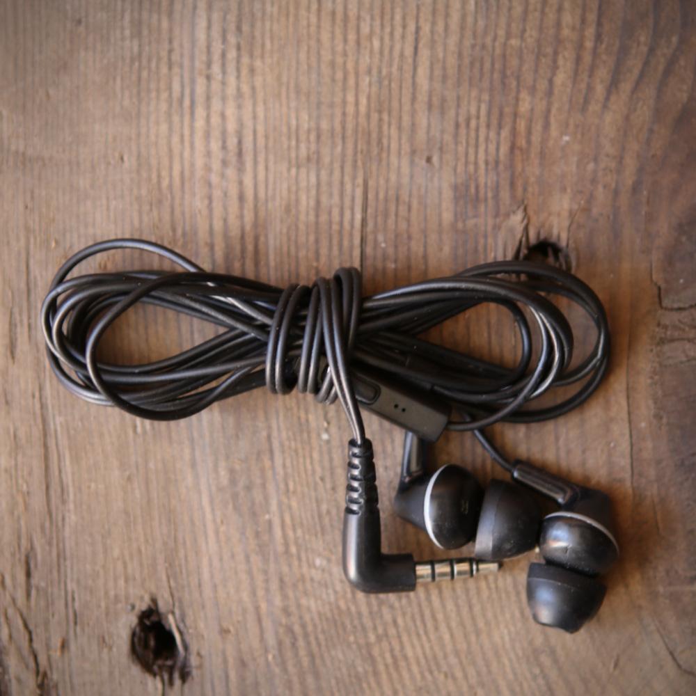Http%3a%2f%2fassets.manmadediy.com%2fphotos%2f31835%2fhow to wrap headphones 7original