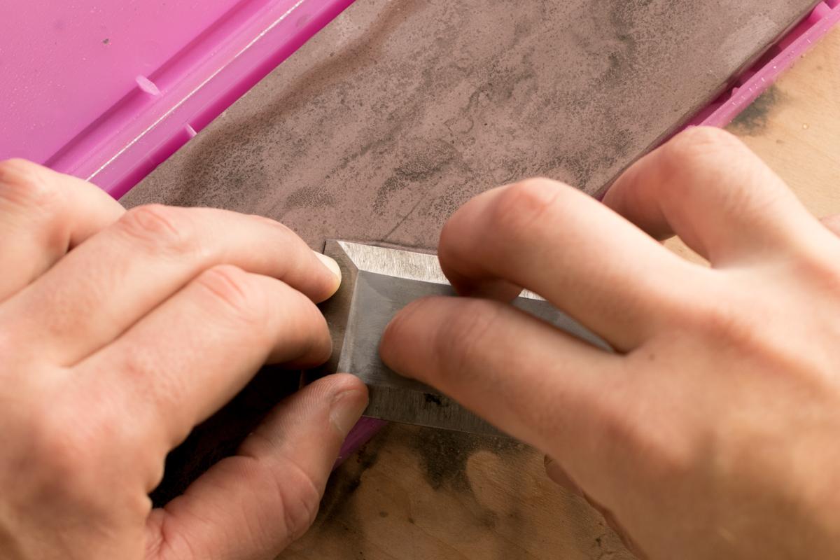 chisel sharpening - flattening the back