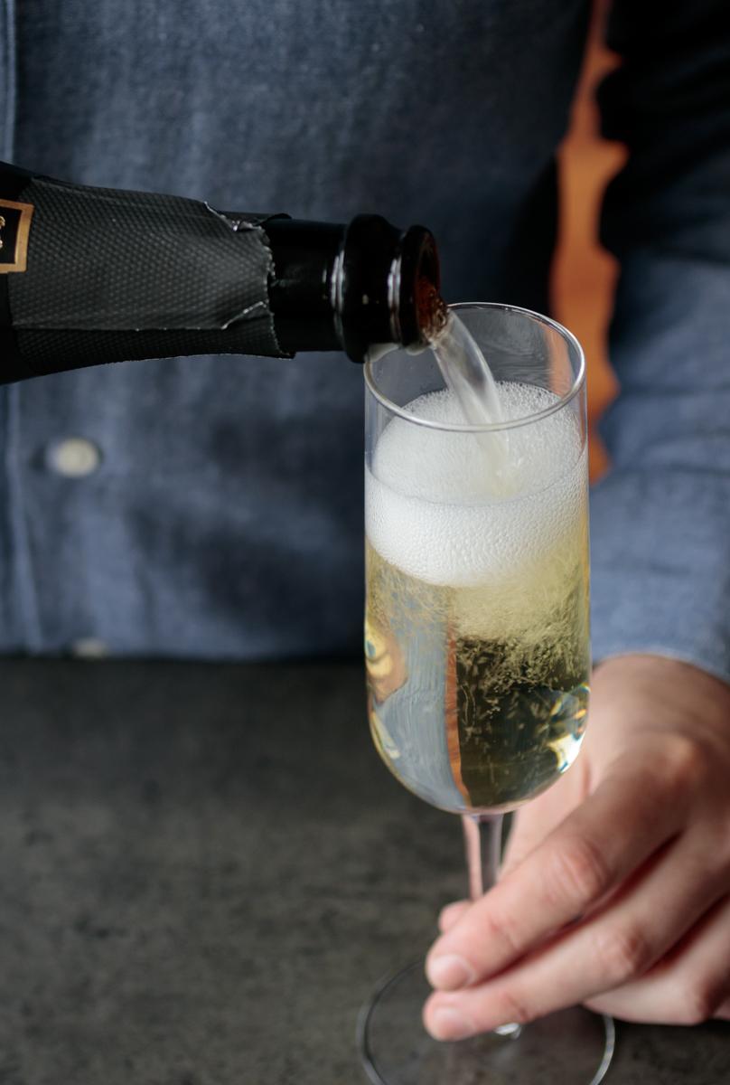 Https%3a%2f%2fassets.manmadediy.com%2fphotos%2f32385%2fbest new years champagne 3original
