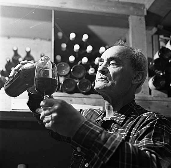 Angelo pellegrini pouring wine 1965 large
