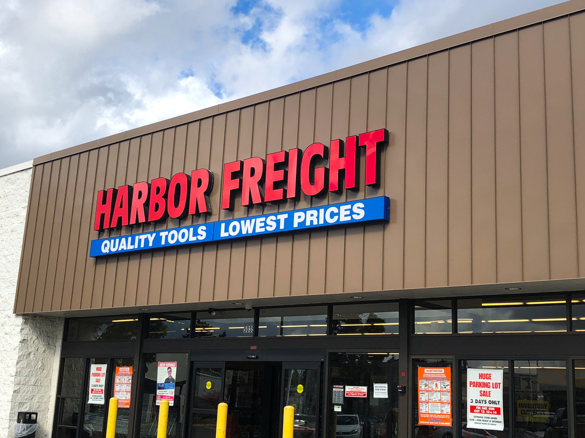 outdoor shot of Harbor Freight store