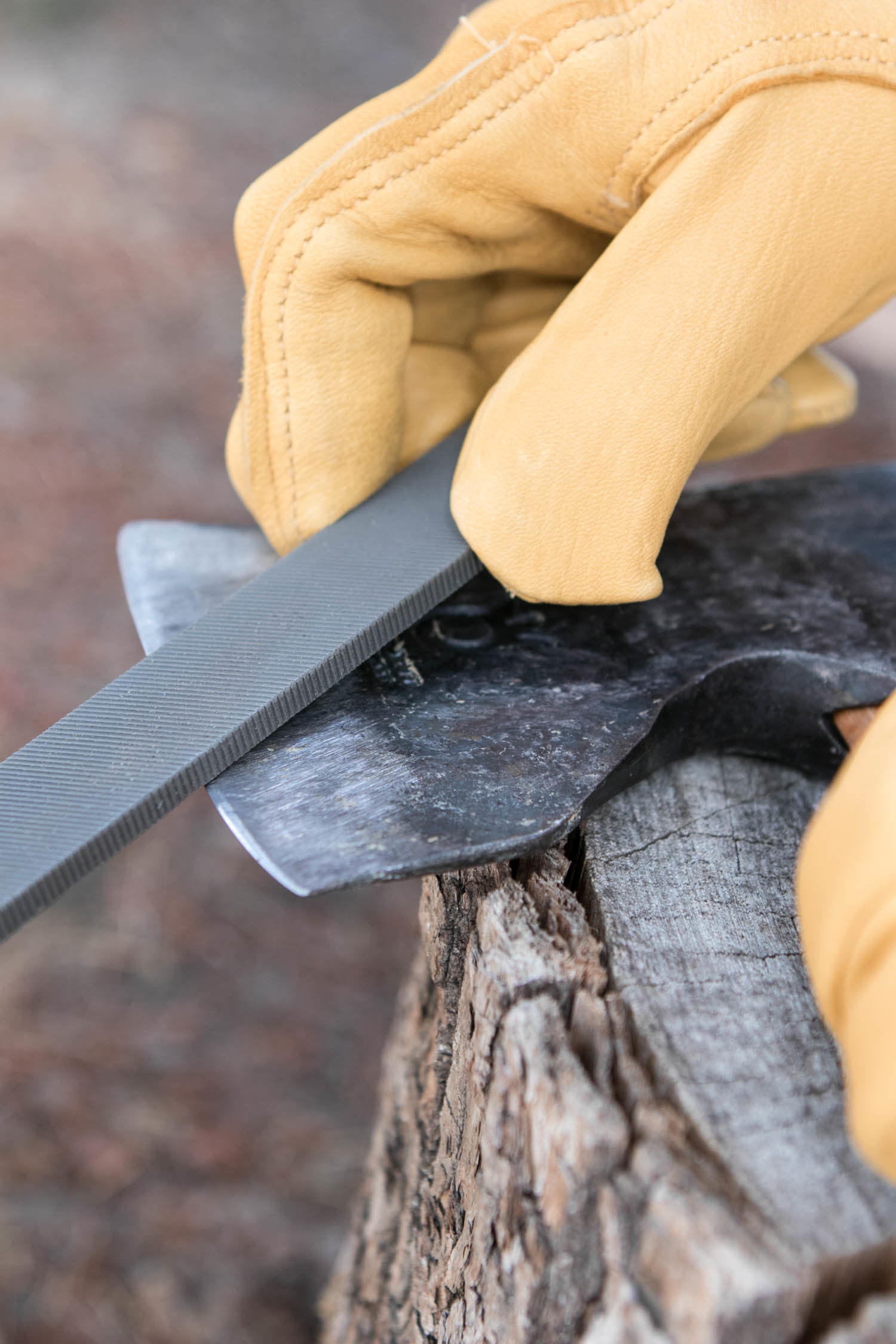 how to sharpen an axe - grinding the edge
