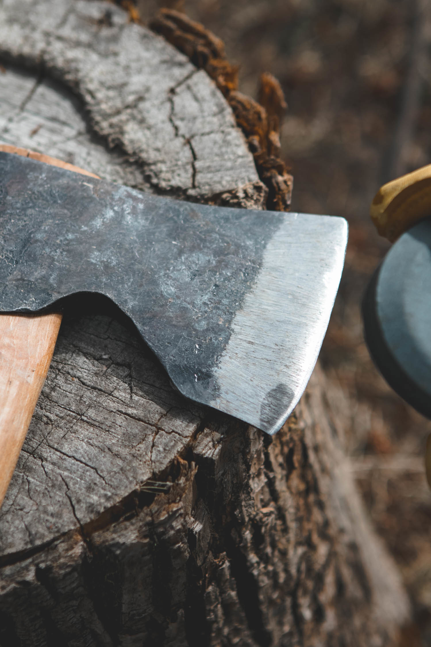 how to sharpen an axe - honing the edge